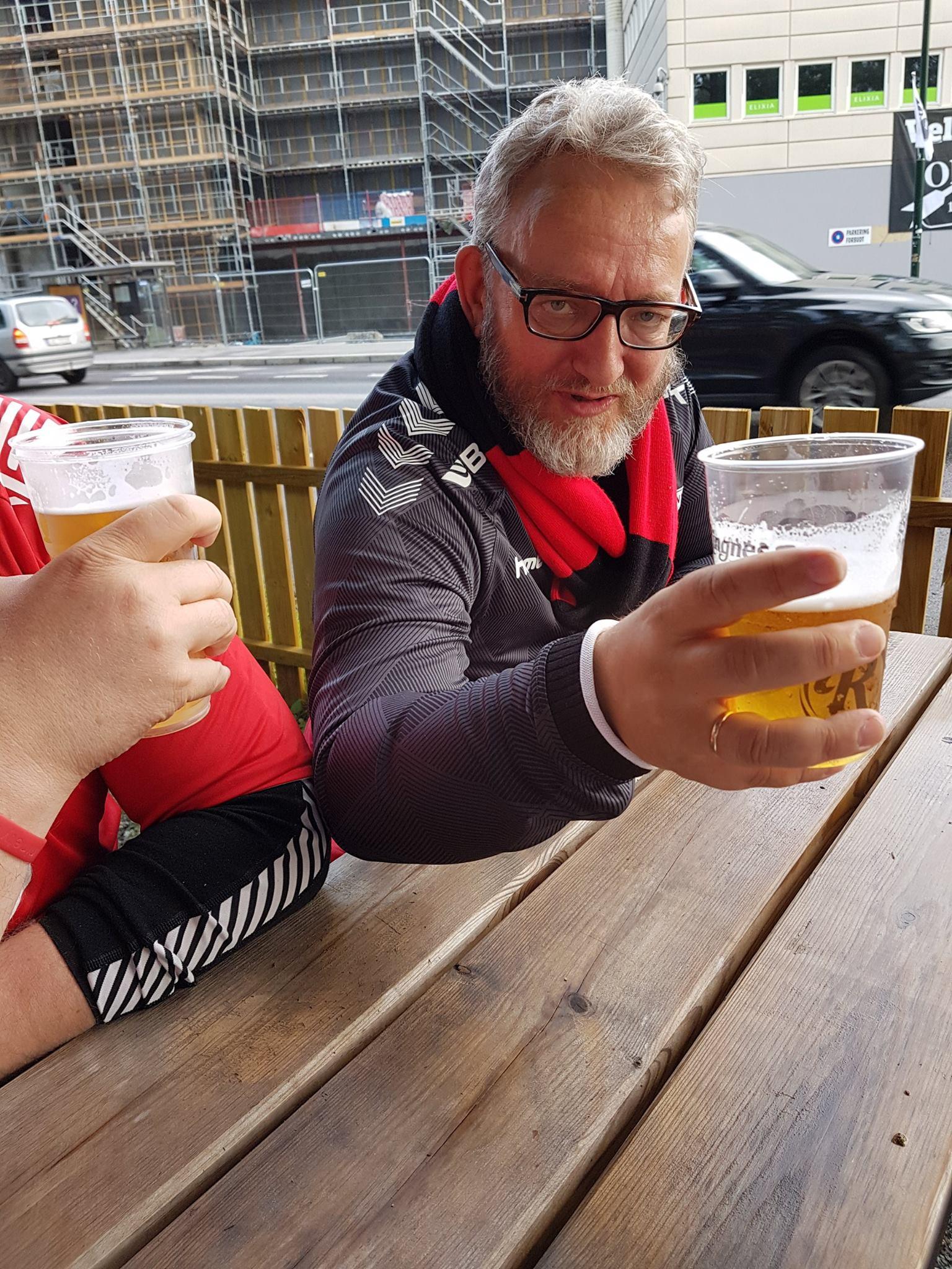 Lars Geir sier skål...
